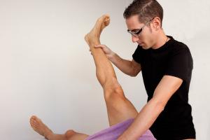 balance muscular fondo neutro